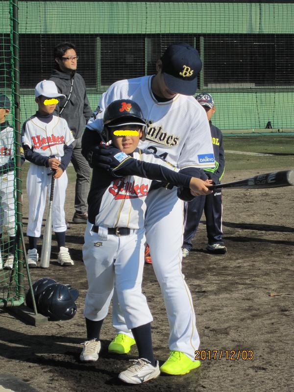 少年に指導をする吉田選手
